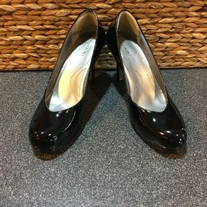 Tahari Lonnie Black Patent Heels